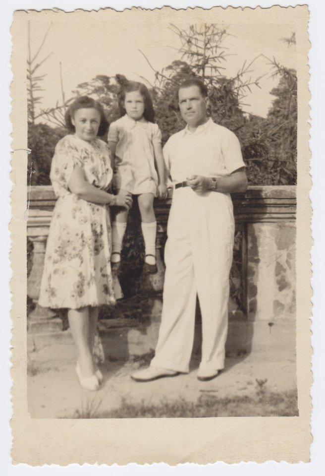 V. Palčinskaitė su tėvais